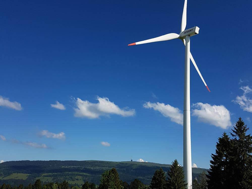 photo éolienne Mt-Soleil parcours La Traversée UTJB